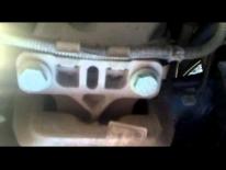 Vybitý silenblok držiaka motora